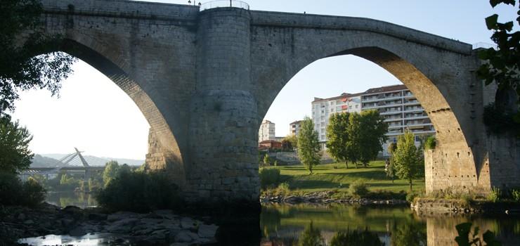 Este mes comezarán as primeiras obras de posta en valor da Ponte Vella, executadas pola Xunta