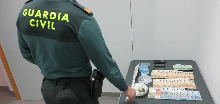 La Guardia Civil detiene en Xinzo a un joven por tráfico de drogas