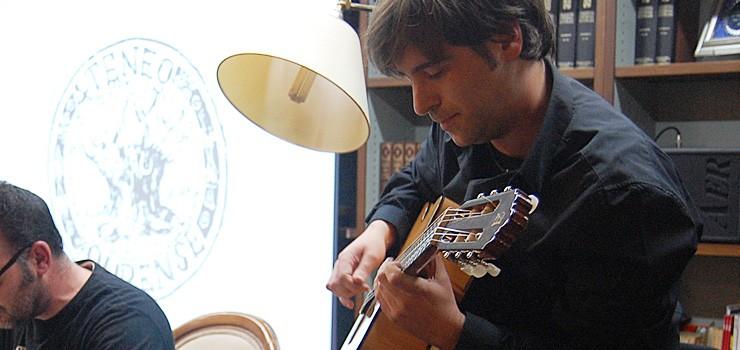 Masterclass de Daniel Minimalia no Espazo Lusquiños: 'como ser músico profesional e non desistir no intento'
