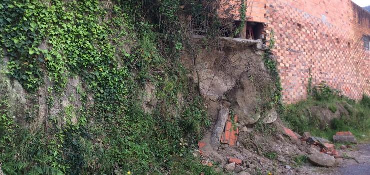 O PP insta ao alcalde de Ribadavia a actuar tralo derrubamento dun muro no recinto do pavillón