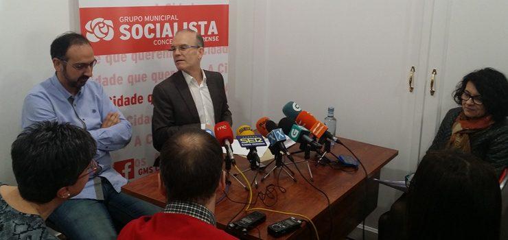 """Os socialistas acusan de """"cinismo político"""" ao alcalde por responsabilizalos dos retrasos do AVE"""