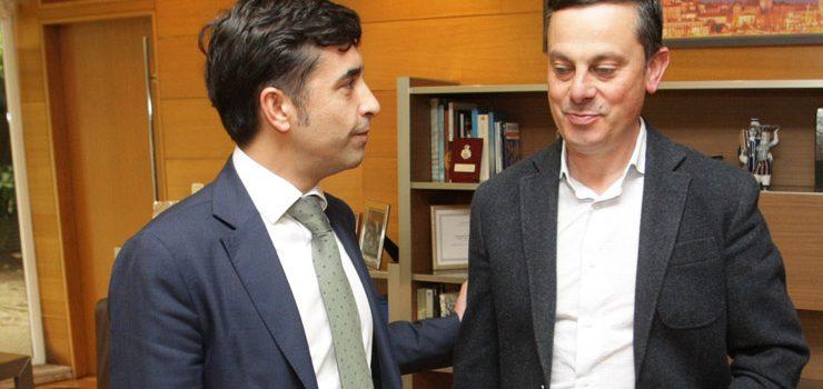 O conselleiro de Política Social trata co alcalde de Piñor o servizo de Axuda no Fogar