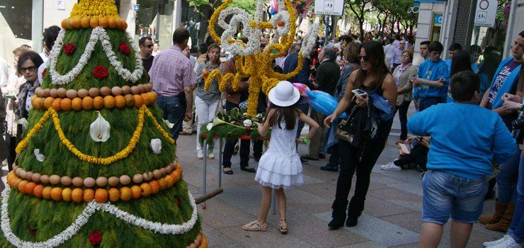 O Concello de Ourense promociona o ciclo festivo e cultural dos Maios en Santiago e A Coruña