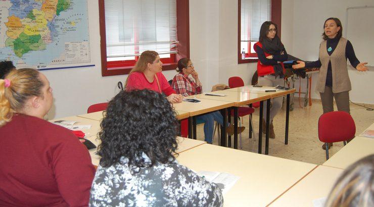 17 mujeres inmigrantes participan en el tercer taller del programa Sara en Cruz Roja Ourense
