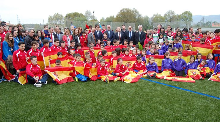 Del Bosque inaugura o renovado campo de fútbol de Maceda