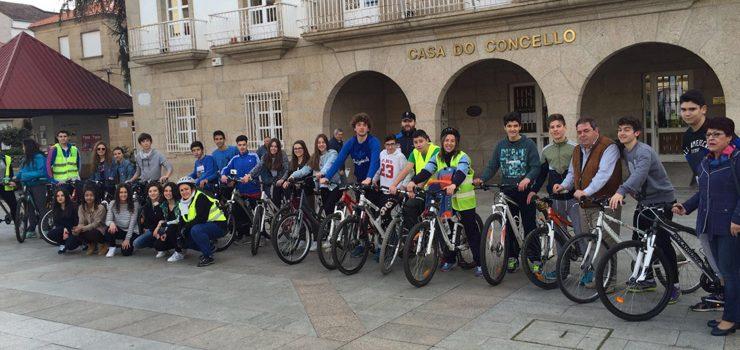 Mozos de Verín expoñen ao alcalde as súas medidas para mellorar a contorna escolar