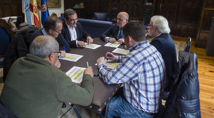 Baltar apoia ás reivindicacións dos grupos políticos do Carballiño en materia de transportes