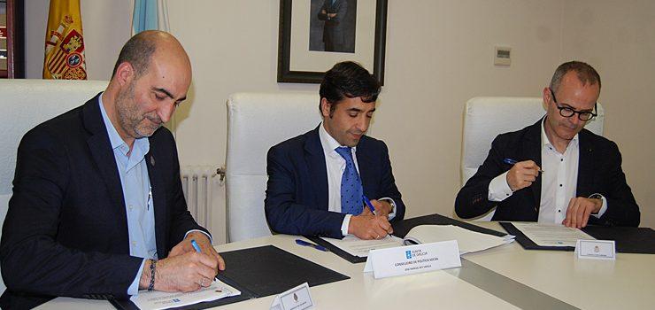 Rey Varela asina convenios para a organización de campos de traballo en Ourense e Celanova