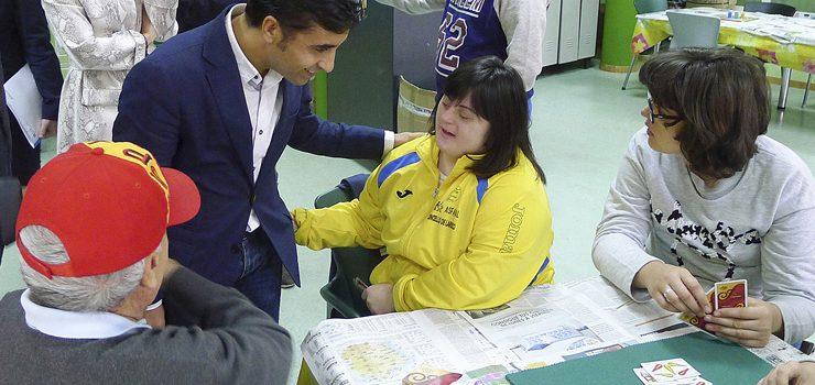 Rey Varela  amosa o compromiso da Xunta cos  menores e discapacitados