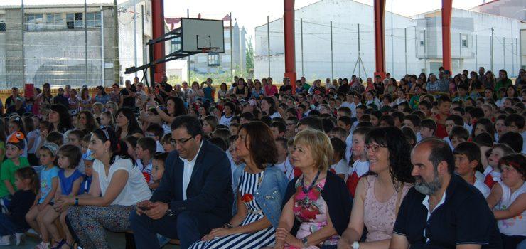 O colexio Rosalía de Castro de Xinzo celebra o seu festival de fin de curso