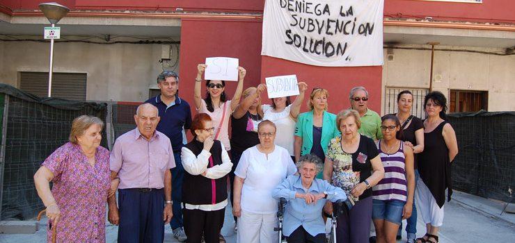 Vecinos de Camelias solicitan apoyo del Concello para lograr el abono de una subvención atrasada