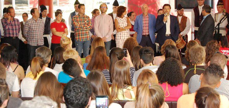 """Milleiros de galegos da diáspora benefícianse da formación de """"Escolas abertas"""""""