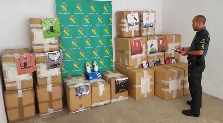 La Guardia Civil de Verín intercepta ropa falsificada por valor de 91.000 euros