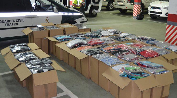 Dos detenidos en Verín por distribución de ropa falsificada
