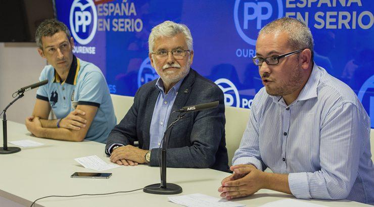 O PP acusa ao alcade de Ribadavia de ocultar a orde de peche do campo de herba artificial