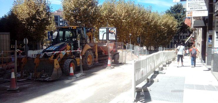 As obras da rúa Concello esténdense á contigua Alameda do Cruceiro