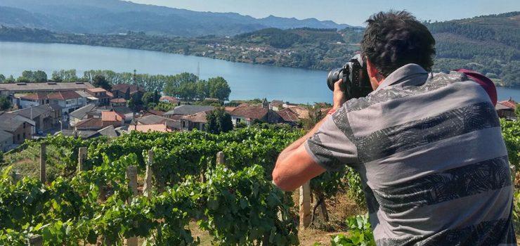 O fotógrafo italiano Matteo Bertolino inmortaliza en Cenlle o viño e a vendima