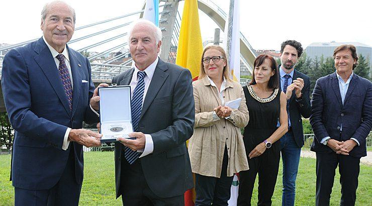 Julio Fernández recibe a medalla Pierre de Coubertin