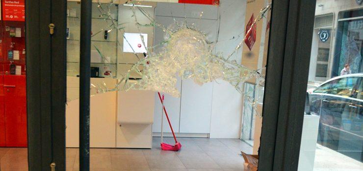 La Policía Nacional concluye la investigación de dos robos con fuerza en una tienda de telefonía en 2014
