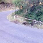 Burato sinalizado polos veciños á beira da estrada á altura do Regueiral do Porto Espiño.