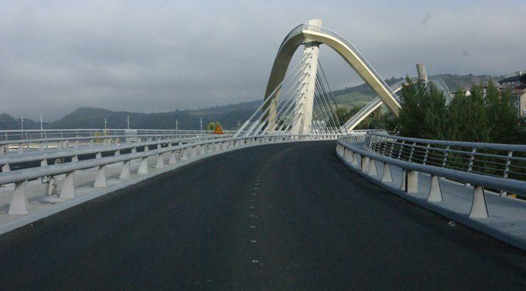 O tráfico nas dúas calzadas da ponte do Milenio restablécese este venres