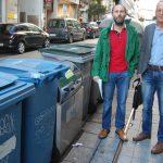 Gonzalo Pérez Jácome e Domingo Castro, xunto aos contedores precintados./P.L.