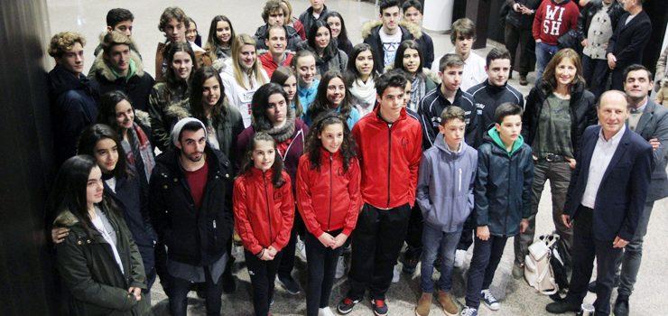 O Concello de Ourense concede as becas aos deportistas