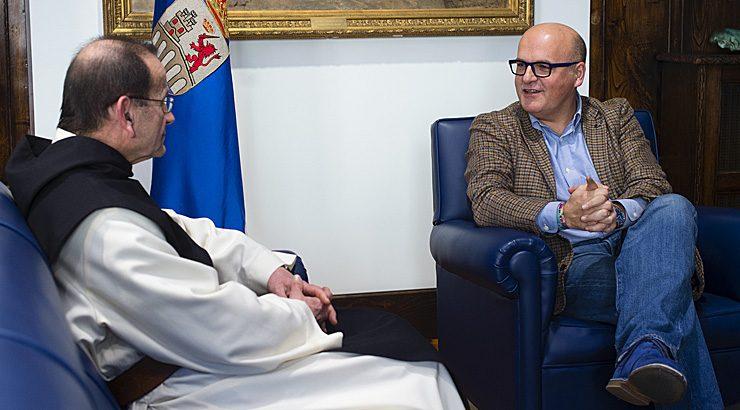 Reunión do presidente da Deputación co prior de Oseira