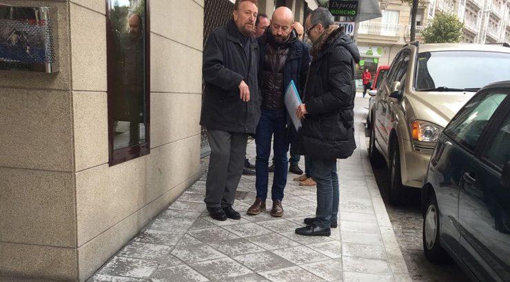 Traballos de arranxo na rúa Dalí