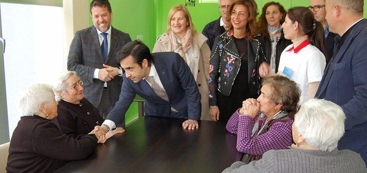 Rey Varela visitou o centro de día de Maceda