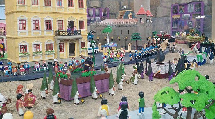 """Dúas mil figuras de playmobil na exposición """"A paixón según playmobil""""."""
