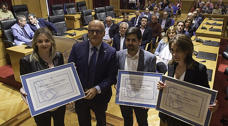 Tres xornalistas do ABC, premio Carracedo