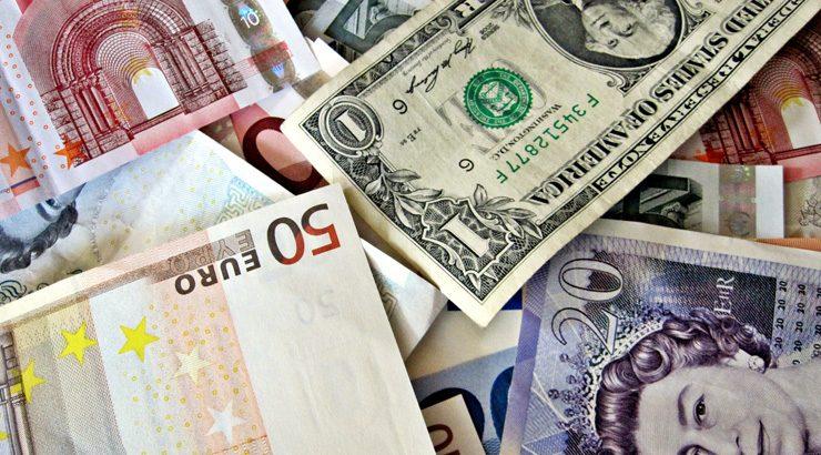 ¿Qué diferencia hay entre un cambio de moneda y de divisa?