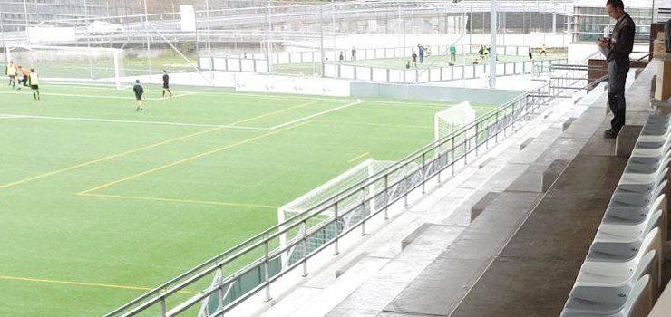 O campo de fútbol Miguel Ángel do Pavillón de Os Remedios estrea asentos da súa grada