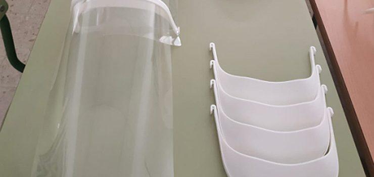 Xinzo reparte viseiras protectoras feitas cunha impresora 3D no CEIP Rosalía de Castro