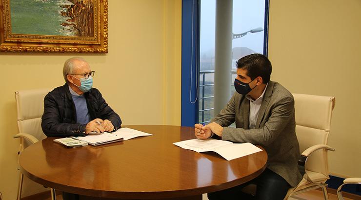O delegado da Xunta reúnese cos alcaldes de Vilamarín e Piñor