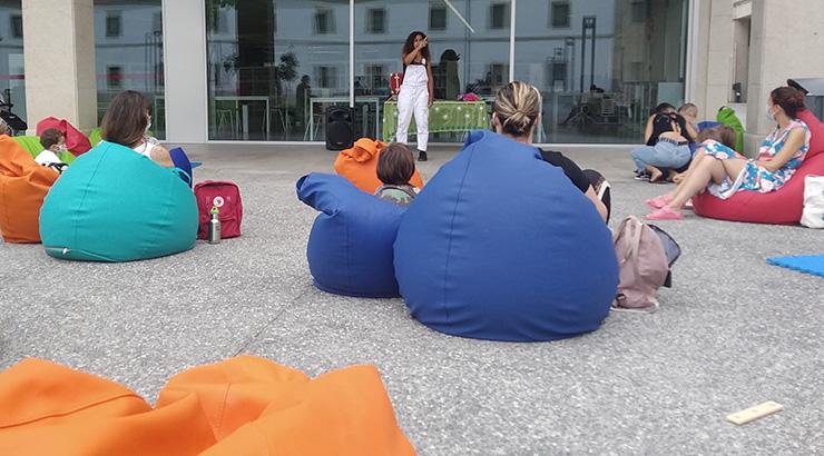 Obradoiros e bebecontos no mes de agosto na biblioteca de Ourense